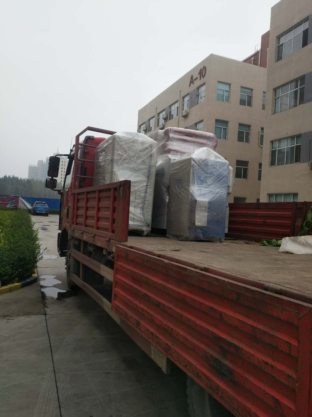 Sales champion -- LED uv irradiation crosslinking equipment loaded and delivered again!